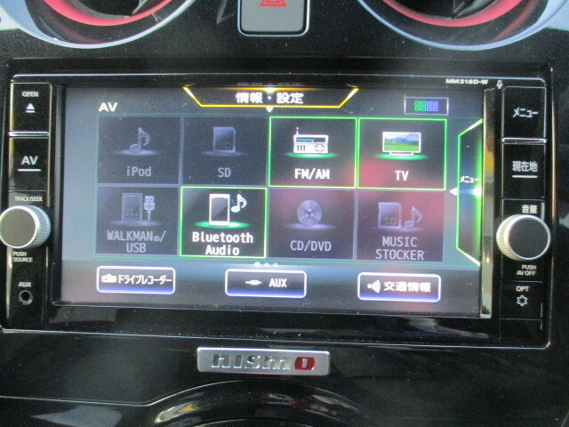 多機能純正ナビ!!フルセグTVチューナー、音楽録音、DVDビデオ再生、Bluetoothハンズフリー機能も付いてます!!