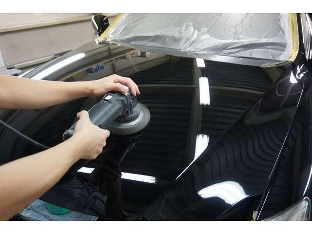 Aプラン画像:ボディーを高圧洗浄などで仕上げた後、バフと言う磨き機材で新車板金などで使っているコンパウンドなどを使用して汚れや小キズを取り除きます。