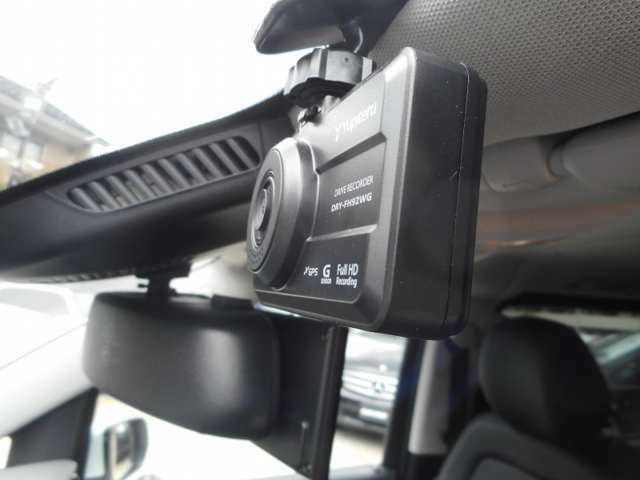 駐車を簡単にしてくれるアクティブパーキングアシスト(縦列・並列駐車)を搭載、車が駐車スペースを自動で検出・シフト及びブレーキ・アクセルの操作だけでスムーズに駐車する事ができます。