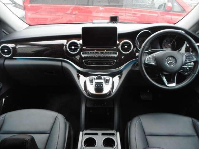 急ハンドルや急ブレーキの操作をした際、シートベルトテンショナーの作動(前席)窓の自動クローズ・座席ポジションの自動調整(助手席)をし、安全装備の効果を最大限まで高めるPRE-SAFE