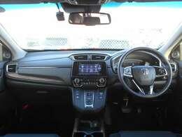 ドライバーを包み込むように、ディスプレーやスイッチ、コンソールを配置。座った瞬間から運転への期待が!手に触れる部分には柔らかな質感のソフトパッドなど空間そのものの心地よさにこだわっています。