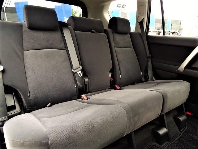 後部座席もゆったりとくつろげる空間♪