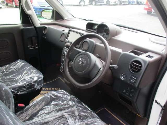 車内清掃(オゾン水洗浄(消臭・除菌)済みなので安心してお使いください