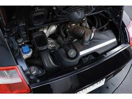 3.8L 水平対向6気筒DOHC、355ps/40.8kgm