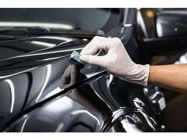 Bプラン画像:ガラスコーティングは、車の塗装の上に油膜や樹脂、ガラスなどの成分でコートをすることです。傷や汚れの付着、紫外線による塗装の劣化を防ぎます。