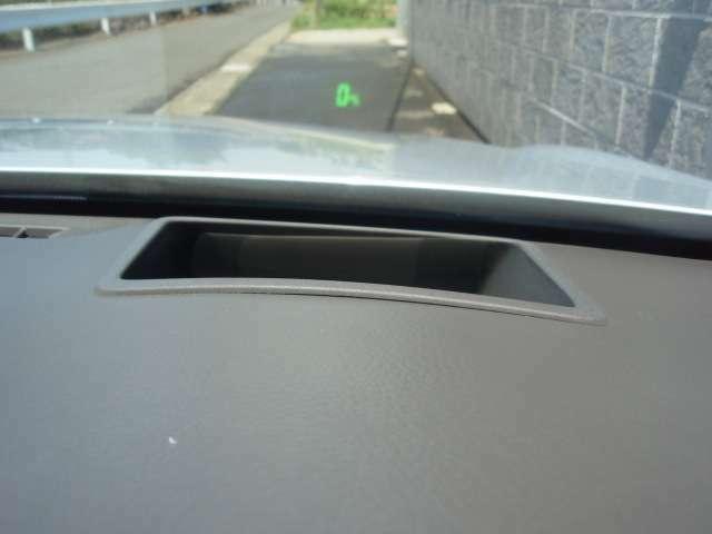 クラウンマジェスタならではの装備! ヘッドアップディスプレイ! 少ない視点移動で走行速度を確認でき安全です!