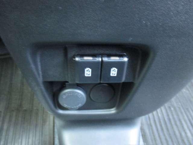 USBの充電コネクタが2箇所ついてます