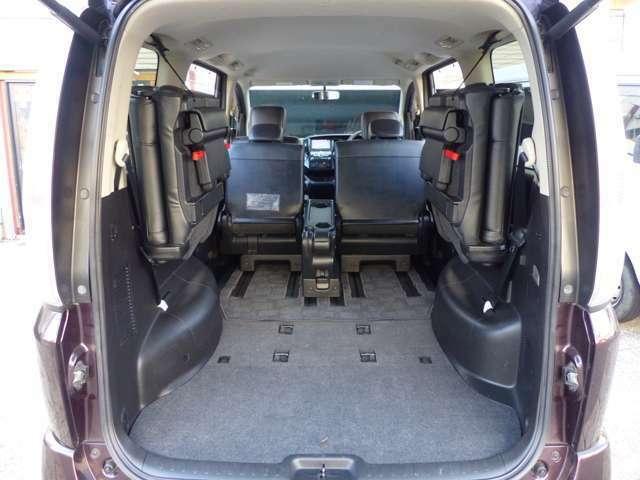 サードシート跳ね上げで、大きなスペースができます