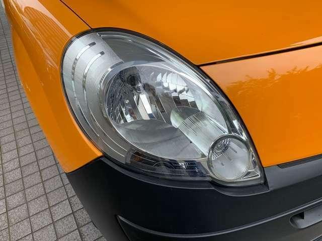 ハロゲンライトの数倍の明るさを誇る高寿命キセノンヘッドライトが装着されていますので、安全運転を支える良好な視界を手助けします。