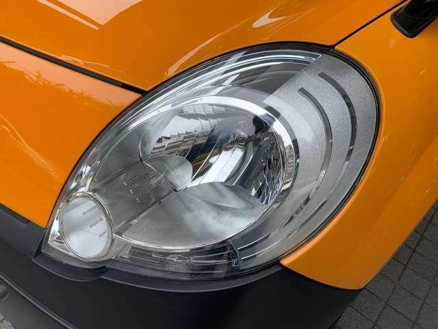 明るいキセノンライトのお車です。