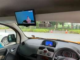 後席モニターが付いており、ドライブもより快適にお楽しみいただけます。