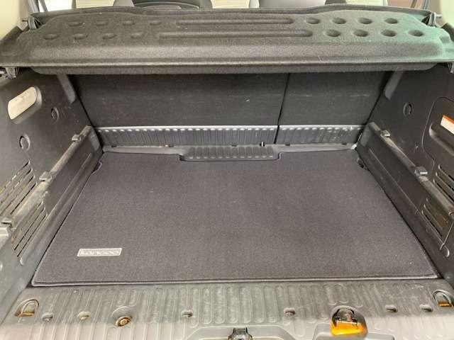 荷室が広く、アウトドアやビジネスなどでも活躍します。後席の背もたれを倒せば荷室はさらに広がります。