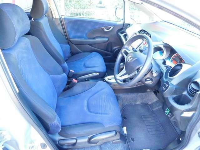 フロントシートは、適度なホールド感で運転もしやすいですよ♪