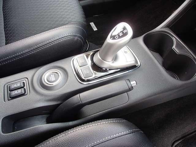 シートヒーター 4WDモード切り替えボタン CHARGEモード SAVEモード パーキングシフトはボタン操作となります