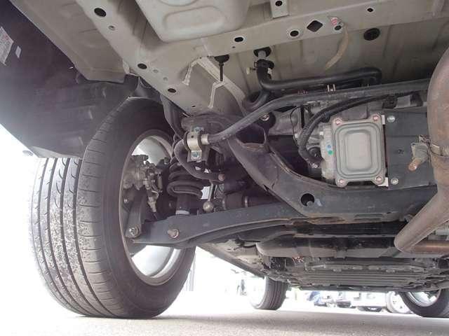 ショックアブソーバーなどオイル漏れもなく ボディーや懸架装置に突き上げなどの傷もなく良好です