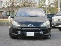 日本車のコンパクトカーと一味違って、さりげなくお洒落。