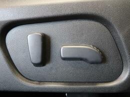 運転席はパワーシートで微調整がきいてお好みの座席位置に調整が可能♪☆高級感が違います☆