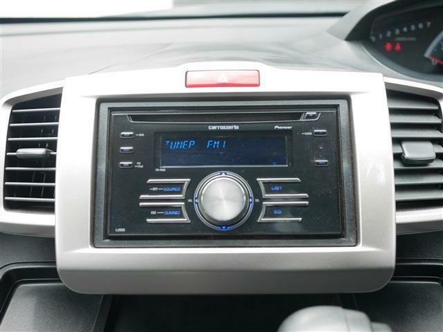 オーディオはカロッツェリアのCDデッキが装備されています。USBやAUXで外部機器との接続が出来ます♪