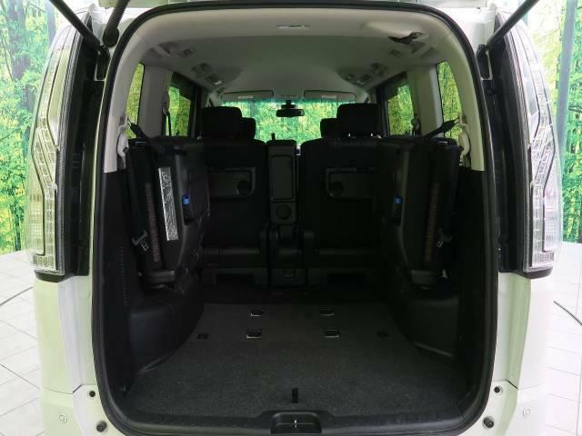 ●トランクはもちろん大容量のスペースを確保☆サードシートを跳ね上げればもっと広く活用できます。
