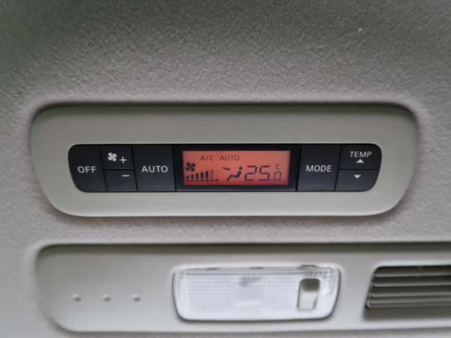 ●【ダブルエアコン】装備!運転席、助手席、後席でそれぞれお好みの温度設定が可能で全席に最適な空調をお届け致します。後席が快適なのは嬉しいですね☆