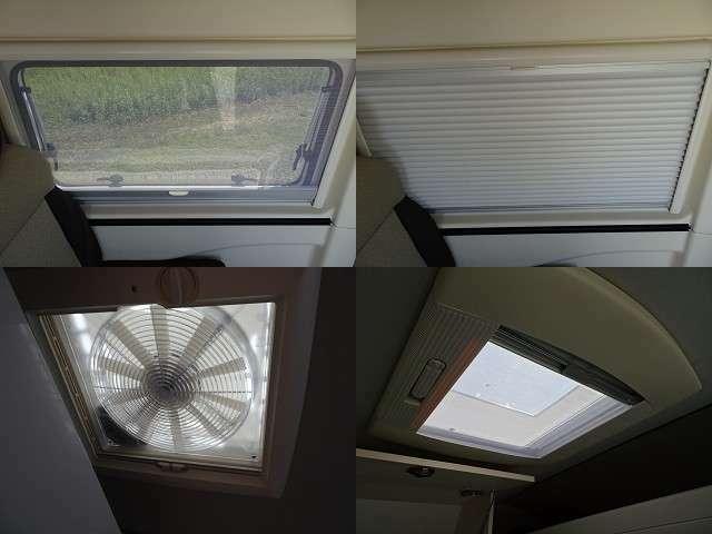 窓にはブラインドと網戸を装備!天井には2ヶ所の天窓!