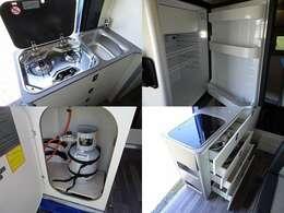 プロパンガス使用のガスコンロとキッチンギャレー!冷蔵庫も搭載!