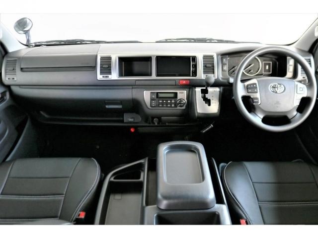 ワイドなボディーならではの広い運転席で、助手席の方も余裕で乗車できます!!