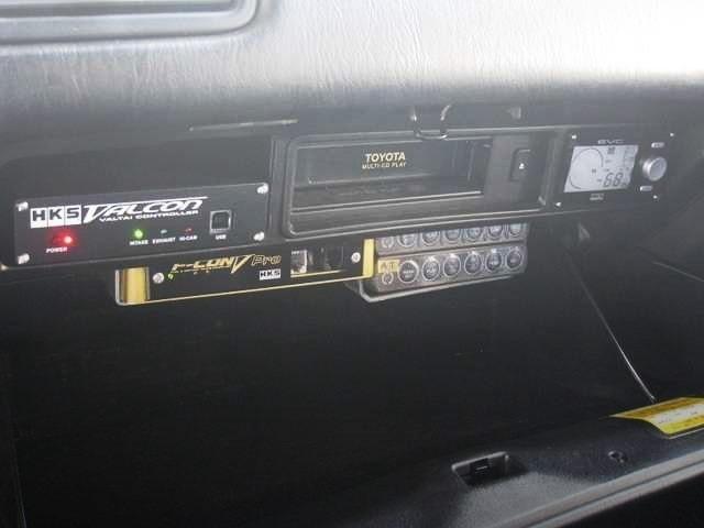 ☆助手席グローブBOX 内に、HKS製VALCON 2+F-CON V Pro Ver3.3 (Revolfe S.A. 現車セッティング)+EVC5+Defi製 Control Unit(×2) が、綺麗にセット装着されていて、チューニングカー感↑バッチリです。☆