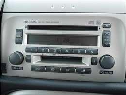 CD/MD再生が可能な純正オーディオ付きです。