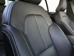 Inscriptionにはレザーシートを装備。前席は電動調節、前後席にはシートヒーターを内蔵しています。