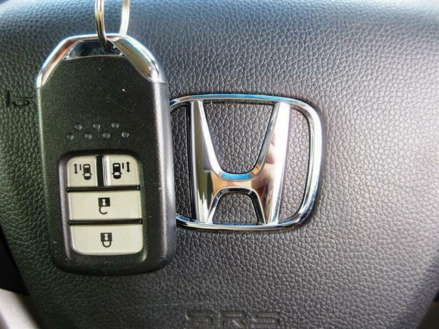 ホンダセンシング SDナビ DVD再生 フルセグ Bluetooth バックカメラ ETC 両側自動ドア スマートキー ハーフレザーシート LEDライト 軽減ブレーキ ACC レーンアシスト Pガラス