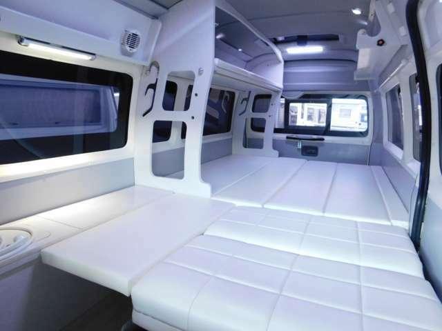 下段はフルフラットにすると長さ280cmのベッドとなります。幅173cm 最小幅134cm