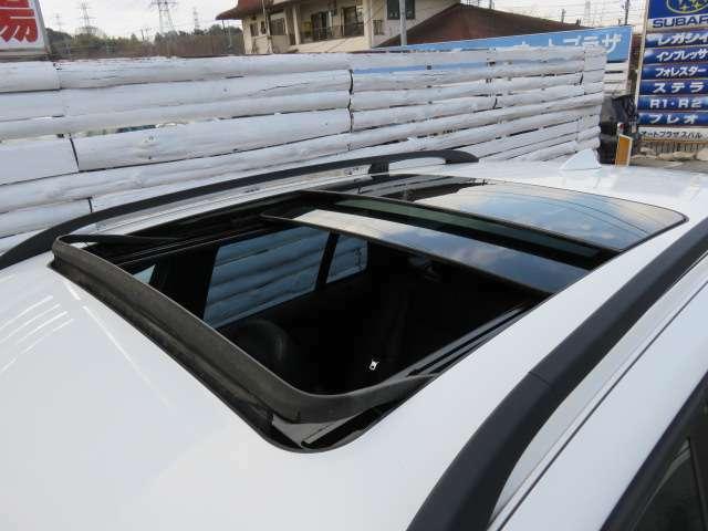 サンルーフ装備♪チルト&スライド動作確認OK♪開放的な大型サンルーフで車内を明るく照らします♪また高速道路ではチルトUPで車内の空気の入れ替えにも便利です♪