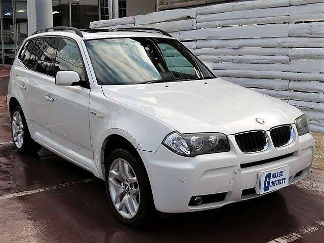 スポーツ・アクティビティ・ビークル(SAV)と呼ばれる、BMW X5をコンパクトにしたプレミアムSAVとして生まれたBMW X3♪コンパクトながらしっかりと室内の広さは確保されています♪