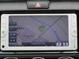 トヨタ純正ナビゲーション付き♪ワンセグTV・CD・AM・FMが視聴可能☆使い勝手も良く、操作も簡単です!お気に入りの選曲で、通勤・ドライブを快適にどうぞ♪