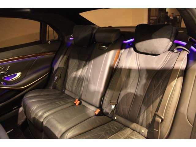 リヤシートもゆとりがありますので、5人乗車でも十分なスペースが確保されますね。