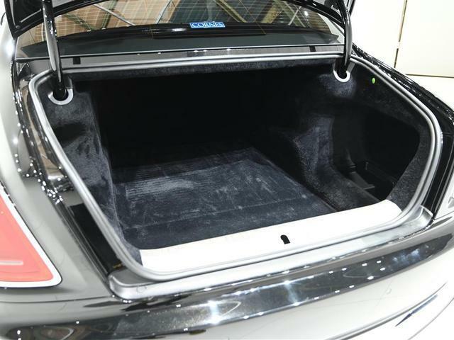 トランクルームは十分なスペースを確保、リヤゲートはオート機能です
