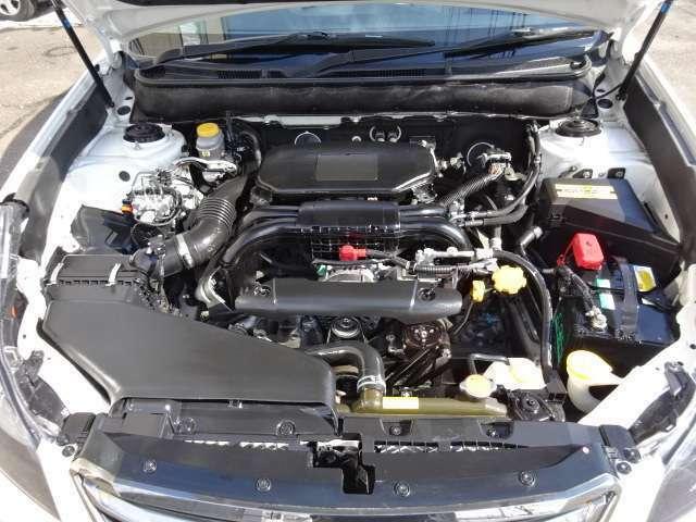 ピカピカのエンジンルーム ☆当店ではエンジンとオートマに1年保証・距離無制限がサービスで付います!!充実したカーライフをお楽しみください(^_-)-☆