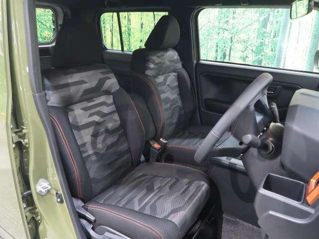 【ブラックファブリックシート】黒を基調にしたかっこいい内装です!座り心地もGOOD♪