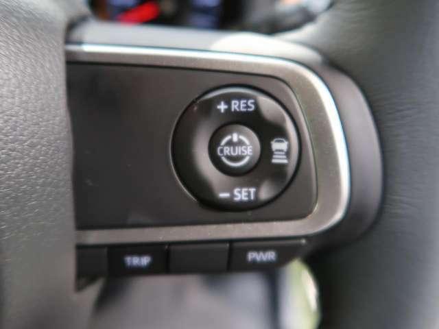 【アダプティブクルーズクルーズコントロール】高速道路で便利な自動で速度を保つクルーズコントロールが、衝突軽減システムと連携し、前方の車両を感知して車間を保つように速度調節してくれます!!