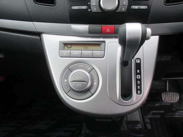 快適な温度設定が可能なオートエアコンが装備されております!