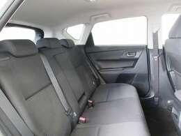車高の低いスタイリッシュなボディの中に、広がり感のある心地いい室内空間を創出し「低い」と「広い」を両立」しています。