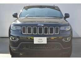 """Jeep伝統の7スロットグリルと台形ホイールアーチは """"本物""""のSUVの証です"""