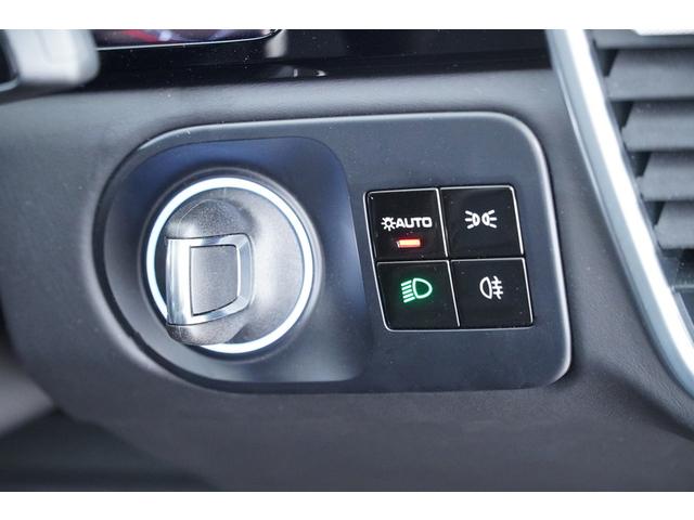 エントリー&ドライブシステム搭載でキーを出さずに素早くエンジン始動いたします。