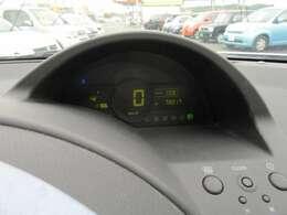 前席は運転中の視線移動が少ないセンターメーター!