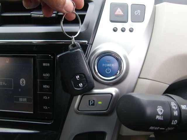 便利なスマートキー&プッシュスタート車♪スマートキーはカバンやポケットの中でOK♪そのままキーロックや開錠、エンジンのスタートまで出来ますよ♪