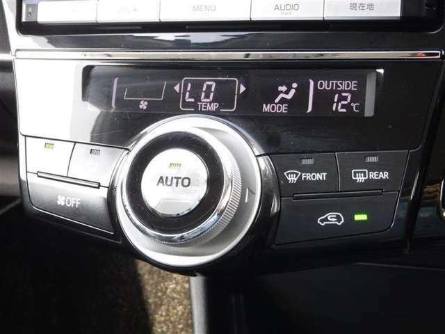 エアコンはオートタイプが装着済みです!オートモードにしておけば、車内温度を設定するだけで風の料や吹き出し口の切り替えを機械が行ってくれます!一年中快適な環境を作れますよ♪