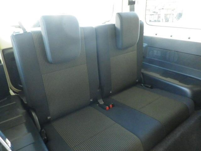 後席も寛ぎの空間が確保されています!