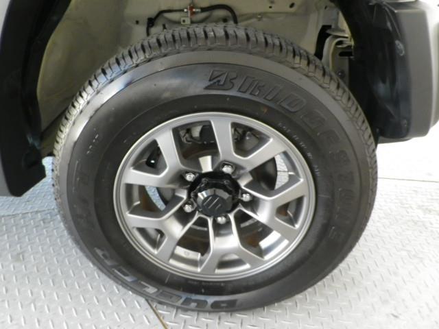 純正15インチアルミ!タイヤサイズは195/80R15です