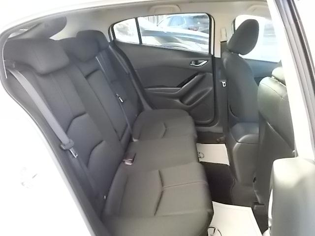 見通しの良さと足元のゆったり感を追求したリアシートで大人も快適にドライブを楽しめますよ。